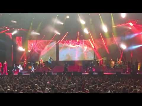 Ver Video de Christina Aguilera Christina Aguilera Fighter IN Georgia Batumi