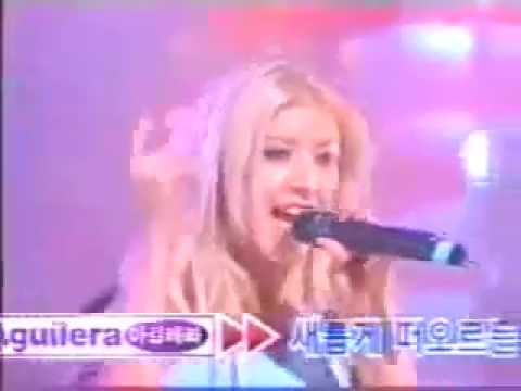 Ver Video de Christina Aguilera Christina Aguilera - What A Girl Wants Live at In Korea SBS 1999